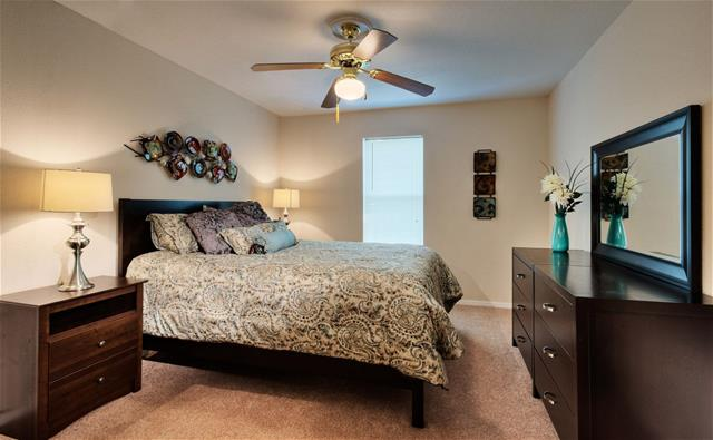 Bedroom at Listing #138348