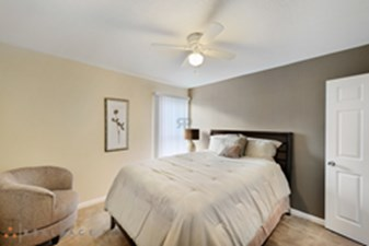 Bedroom at Listing #141183