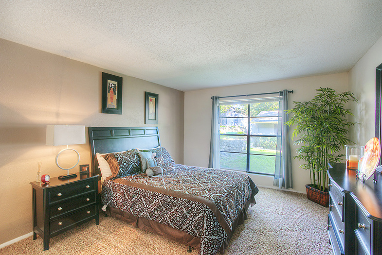 Bedroom at Listing #141003