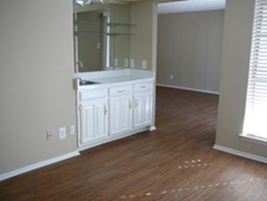 spring creek apartments dallas 910 for 1 2 bed apts 14833 | pid 9e5c4231 118f 40c2 a520 0a3f8b26bd72 w 250 h 225