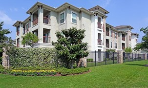 Sorrento at Tuscan Lakes Apartments League City TX