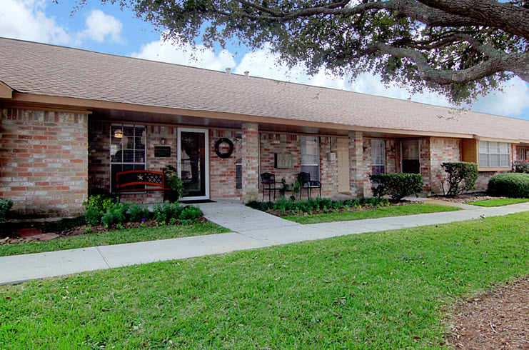 Stones Throw Apartments Friendswood, TX