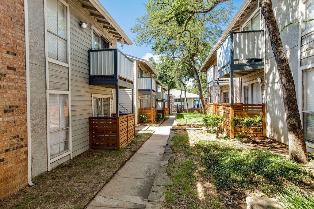 Residence at Arlington at Listing #136853