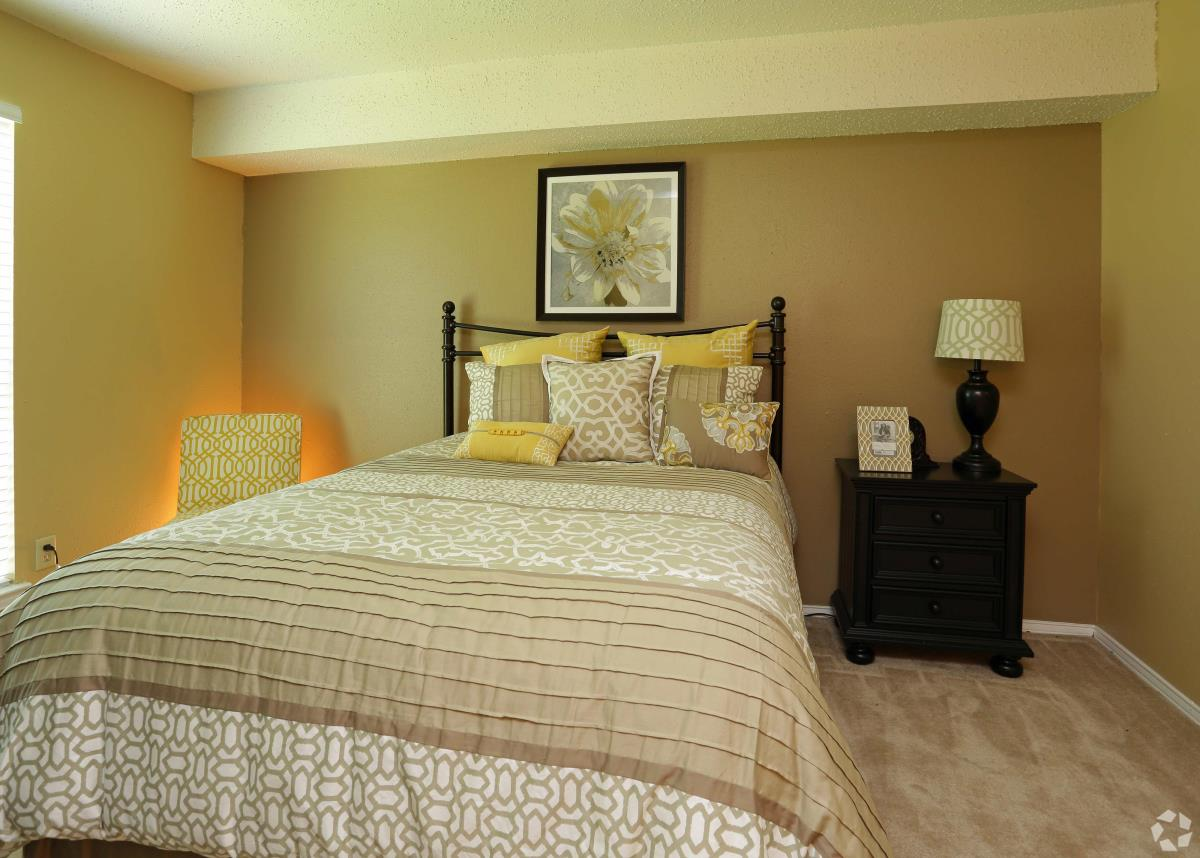 Bedroom at Listing #136920