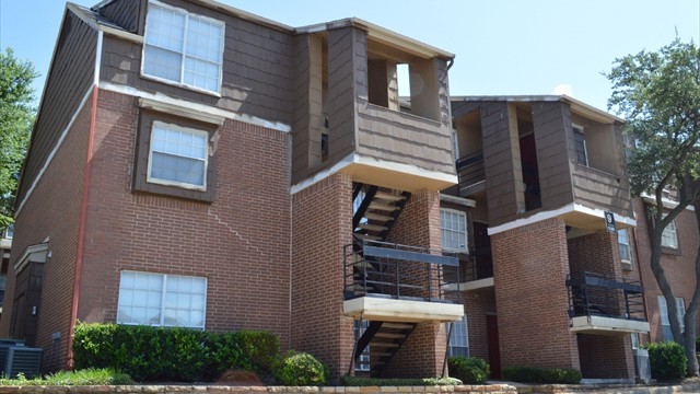 Exterior at Listing #136452