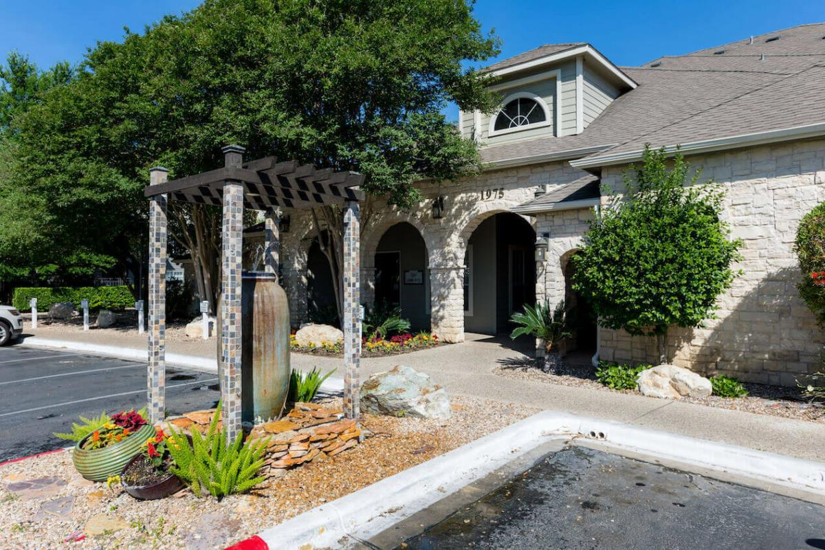 Exterior at Listing #140727