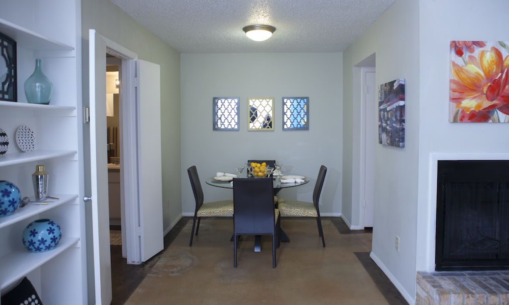 Dining at Listing #140396