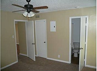 Bedroom at Listing #140453