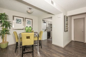 Dining at Listing #136994