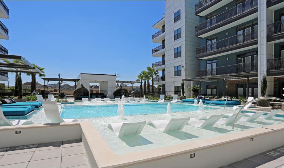 Pool at Listing #263578