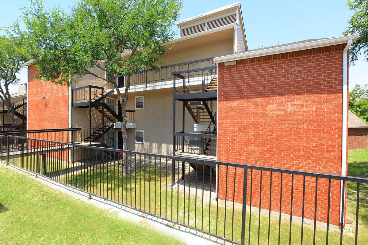 Exterior at Listing #136398