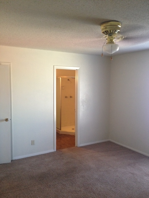 Bedroom at Listing #136736