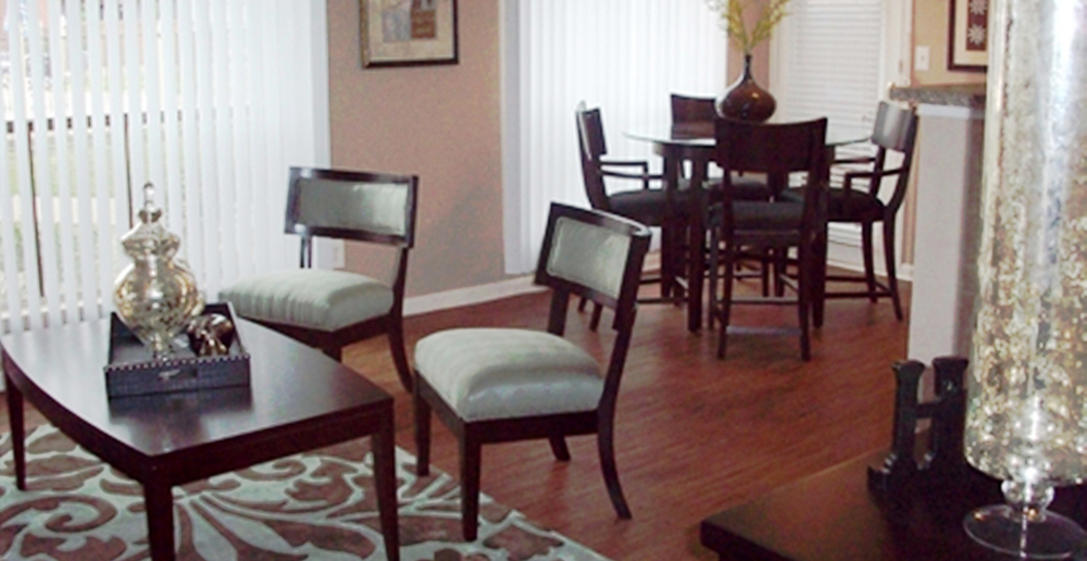 Dining at Listing #138324