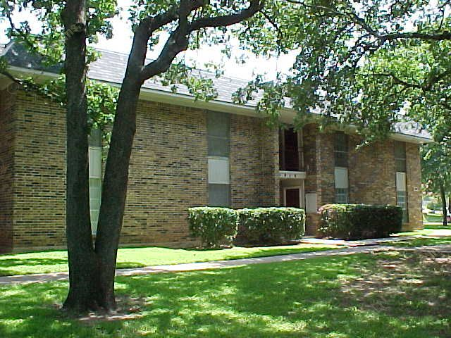 Exterior 4 at Listing #137512
