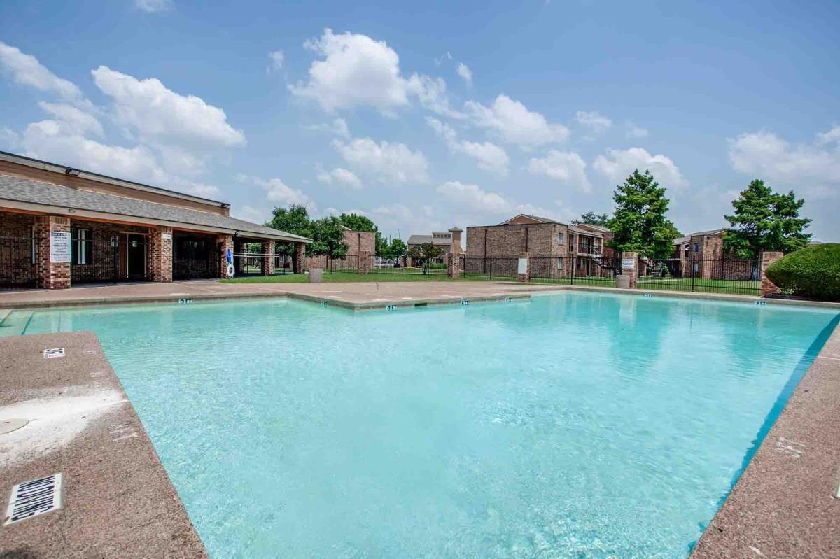Pool at Listing #136580