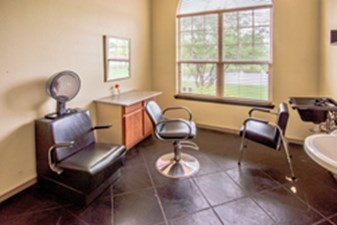 Salon at Listing #147874