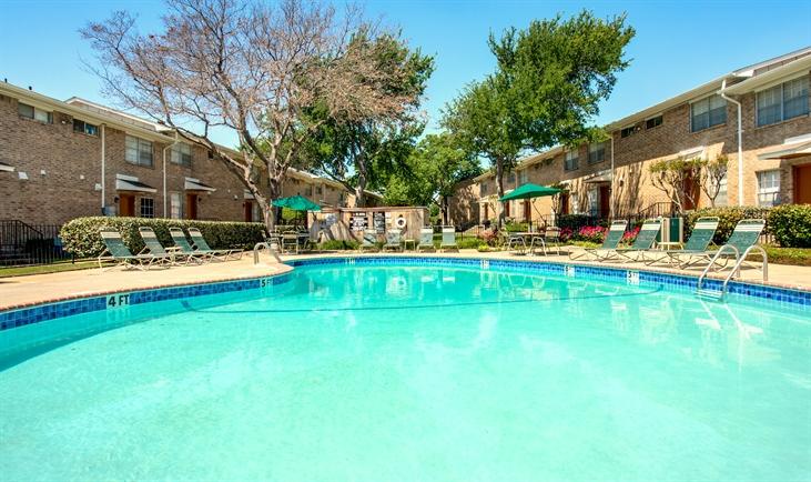 Pool at Listing #137372