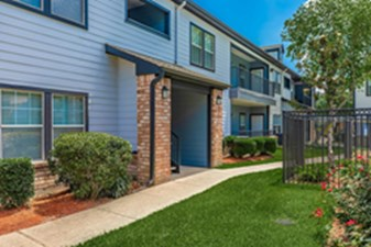 Exterior at Listing #140131