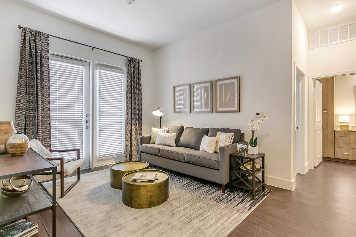 Living at Listing #261270