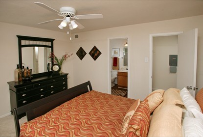 Bedroom at Listing #136758