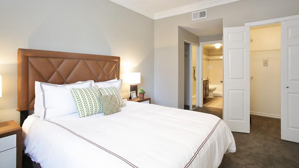 Bedroom at Listing #136690