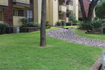 Courtyard at Listing #136079