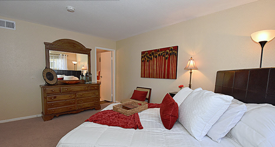 Bedroom at Listing #139208