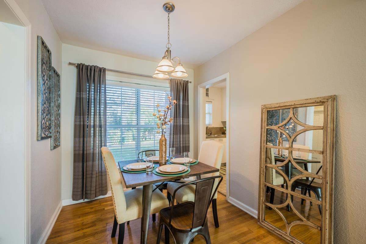 Dining at Listing #137121