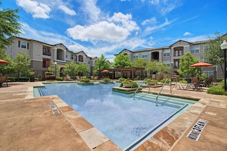 Villa Lago Apartments
