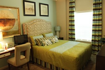 Bedroom at Listing #228027
