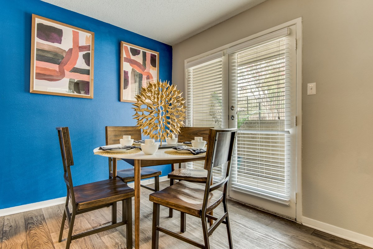 Dining at Listing #141385