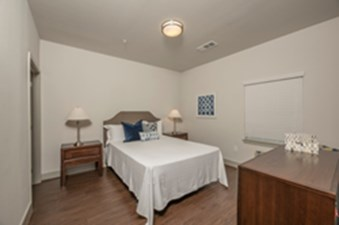 Bedroom at Listing #286593