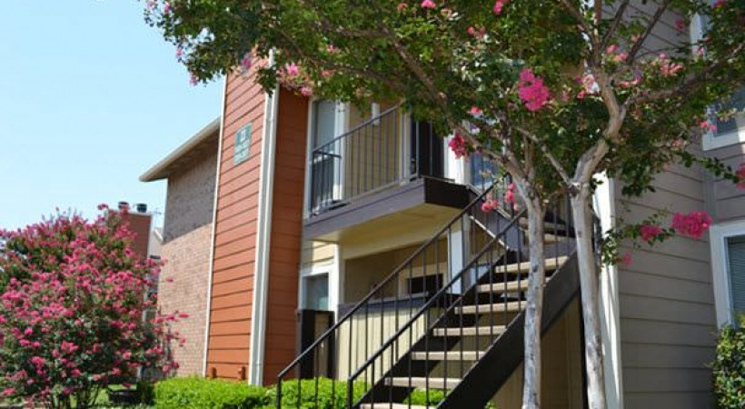 Exterior at Listing #135637