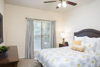 Bedroom at Listing #140707