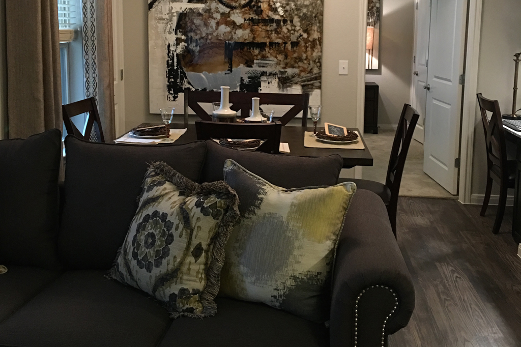 Living/Dining at Listing #282338