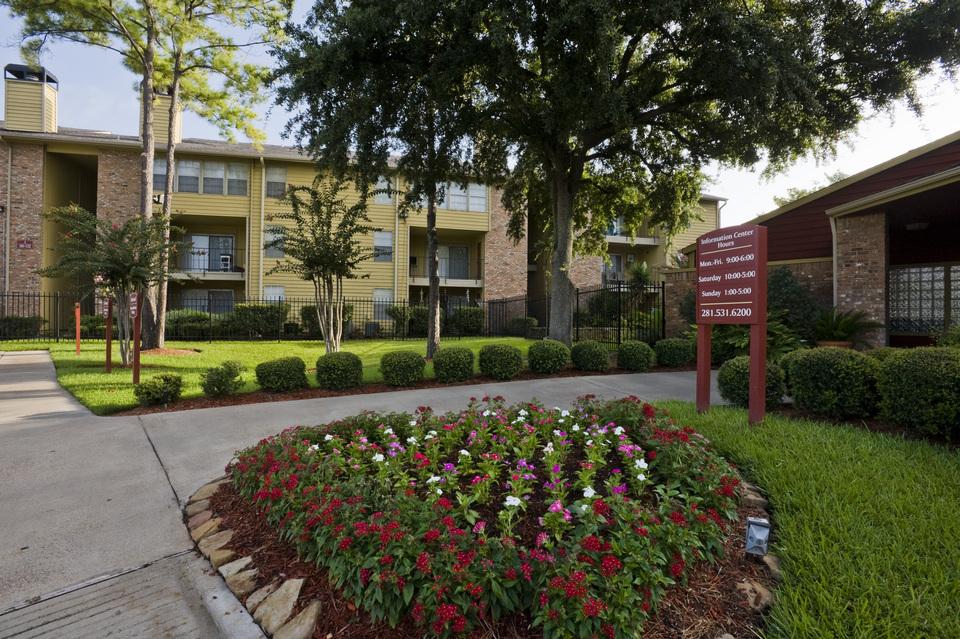 City Chase Apartments Houston TX