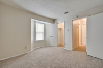 Bedroom at Listing #140510