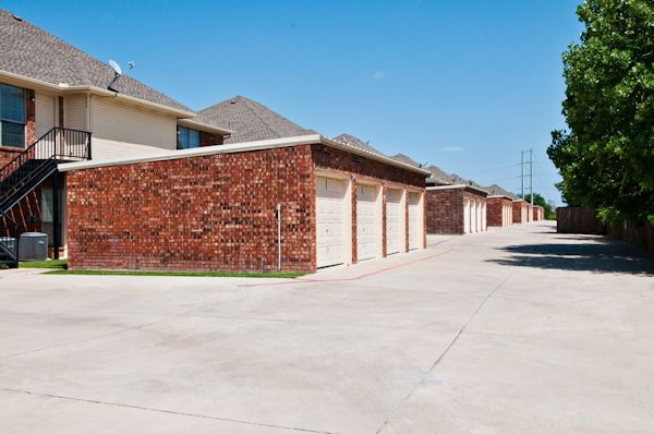 Garages at Listing #147102