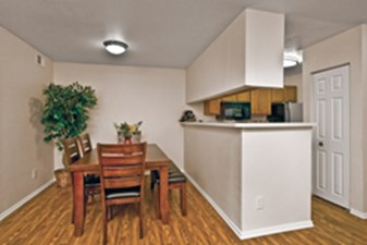 Dining at Listing #135799