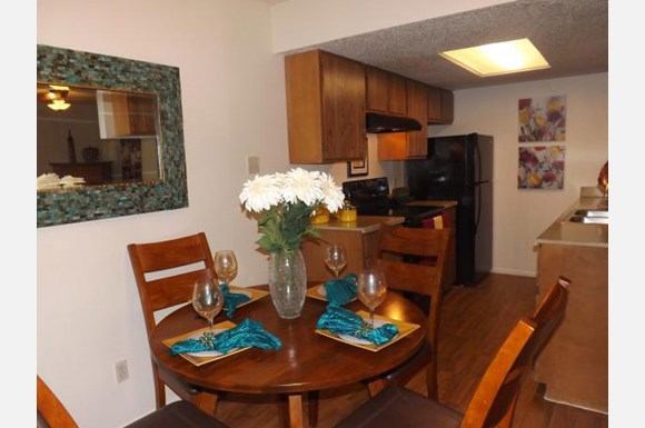 Dining at Listing #141046