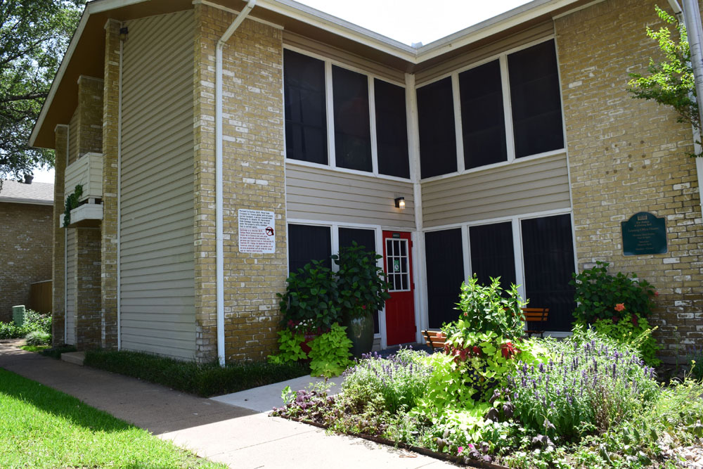 Exterior at Listing #136979