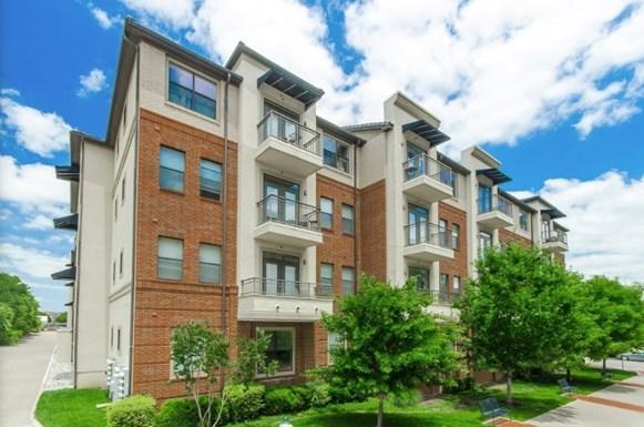 Cortland Addison Circle Apartments