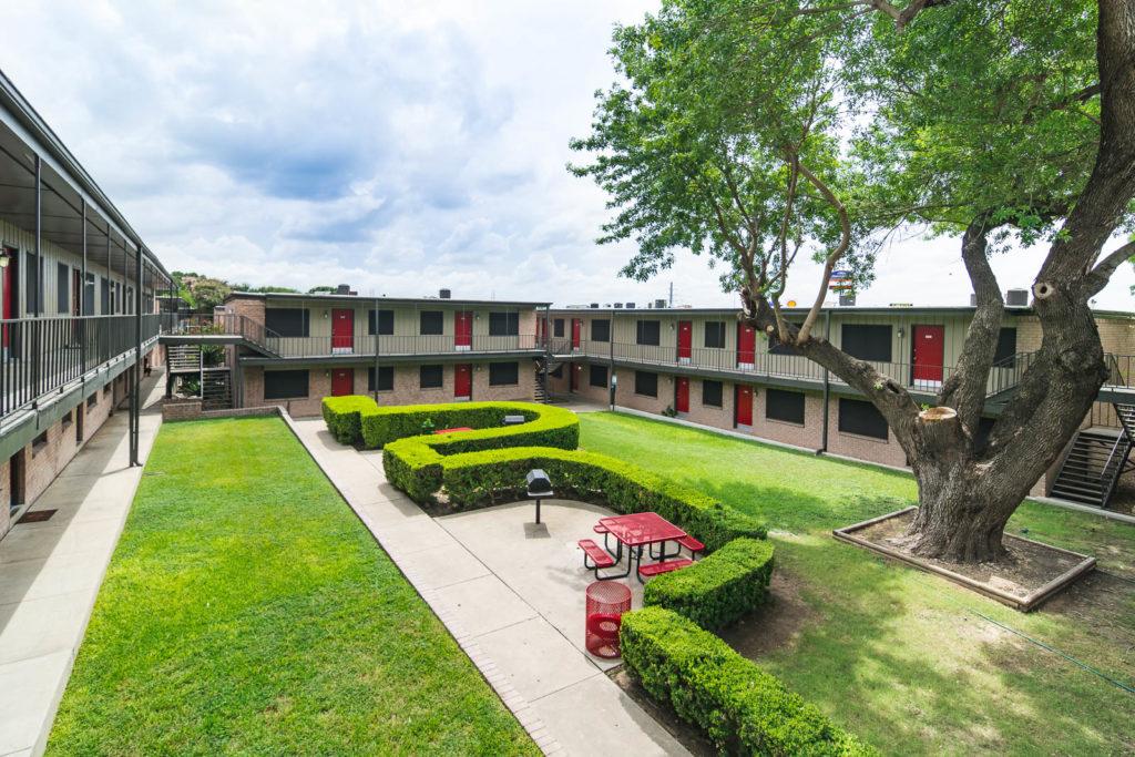 Sol Apartments , TX