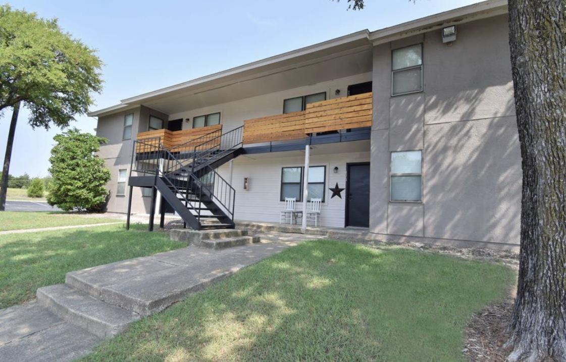 Lakeshore Villa Apartments