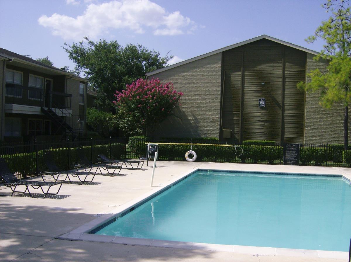 Pool at Listing #139578