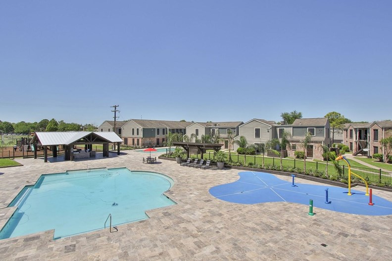 Waterford Grove Apartments