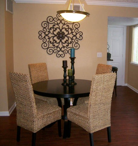 Dining at Listing #140438