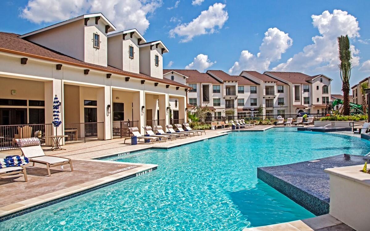 Pool at Listing #286328