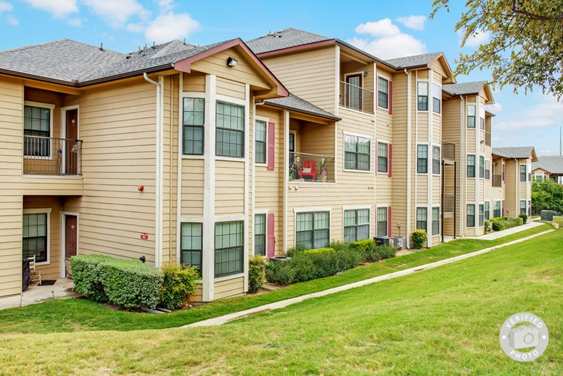 Mission Oaks Apartments