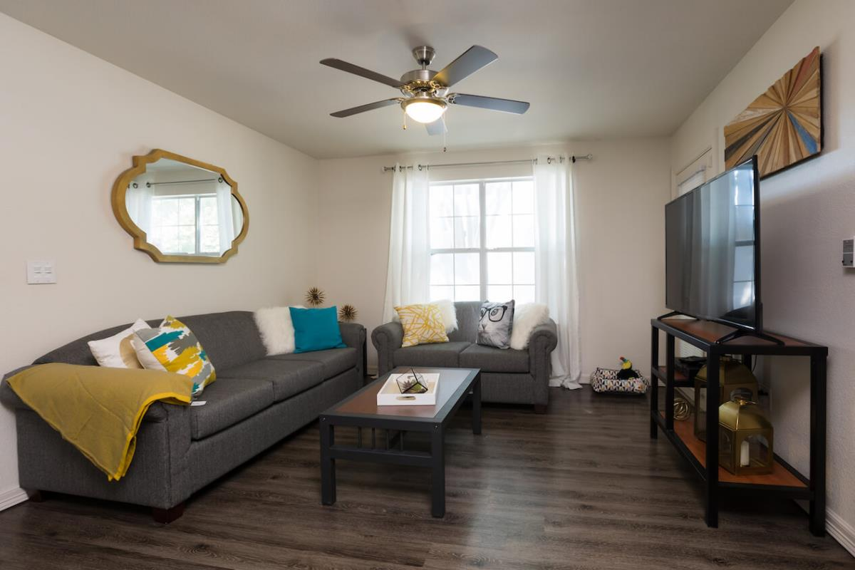 Living Room at Listing #140727